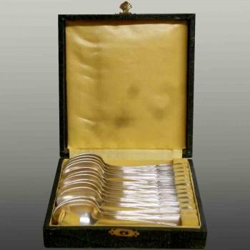 Coffret de 12 cuillères en argent XX eme siècle