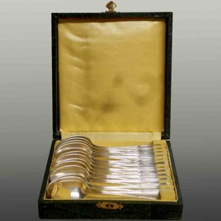 Scatola da 12 cucchiai in argento del XX secolo